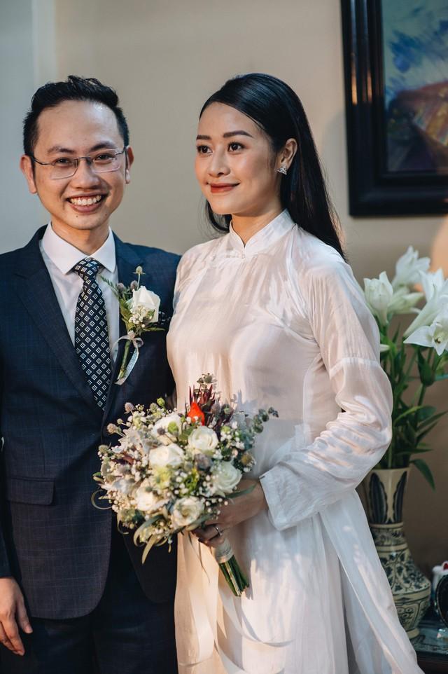 Đẹp hút hồn dàn sao VTV đồng phục áo dài xanh bê tráp cho MC Phí Linh  - Ảnh 6.