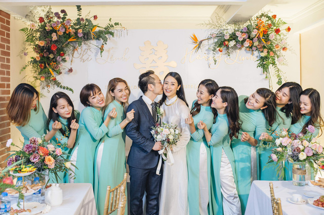 Đẹp hút hồn dàn sao VTV đồng phục áo dài xanh bê tráp cho MC Phí Linh  - Ảnh 8.