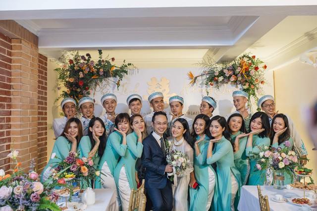 Đẹp hút hồn dàn sao VTV đồng phục áo dài xanh bê tráp cho MC Phí Linh  - Ảnh 9.