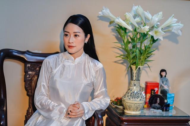 Đẹp hút hồn dàn sao VTV đồng phục áo dài xanh bê tráp cho MC Phí Linh  - Ảnh 11.