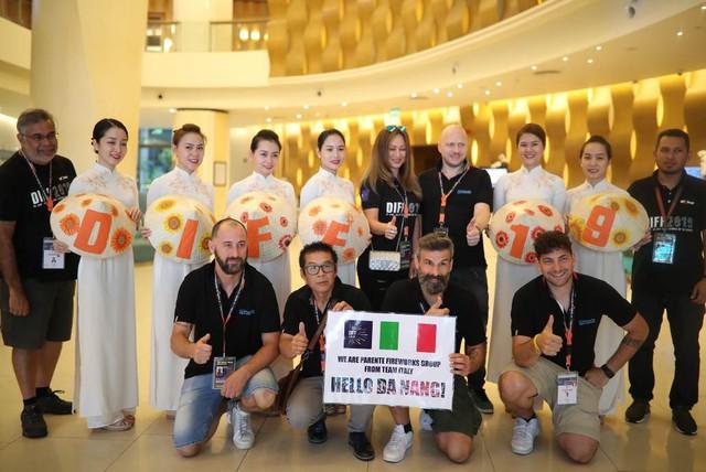 """Đội Ý và Phần Lan đã tới Đà Nẵng, chuẩn bị kể chuyện """"Tình yêu"""" tại Lễ hội pháo hoa quốc tế Đà Nẵng – DIFF 2019 - Ảnh 3."""