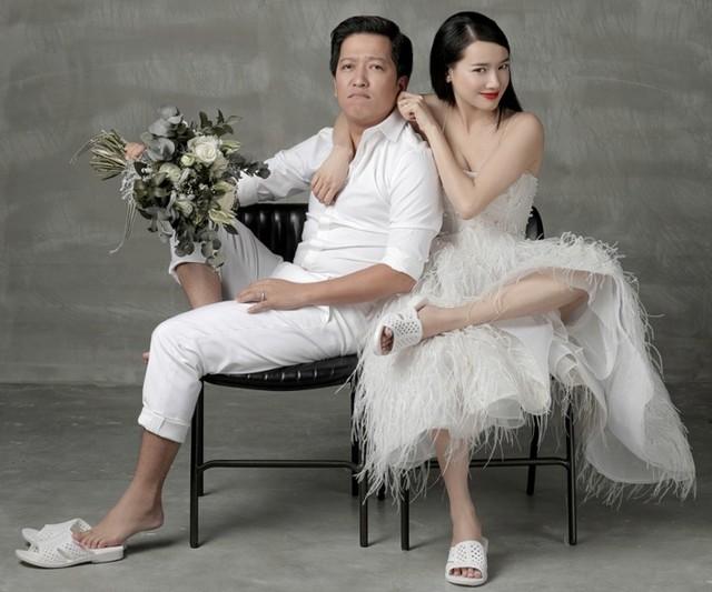 Sao Việt giàu sụ vẫn nghiện dép tổ ong huyền thoại hơn hàng hiệu  - Ảnh 2.