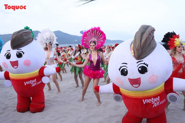 Hàng trăm người đẹp mặc bikini nhảy flashmob trên bãi biển Đà Nẵng - Ảnh 13.