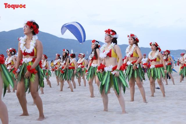 Hàng trăm người đẹp mặc bikini nhảy flashmob trên bãi biển Đà Nẵng - Ảnh 10.