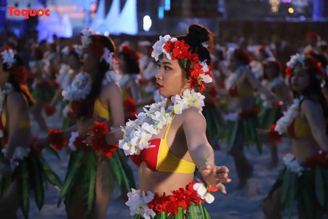 Hàng trăm người đẹp mặc bikini nhảy flashmob trên bãi biển Đà Nẵng - Ảnh 9.