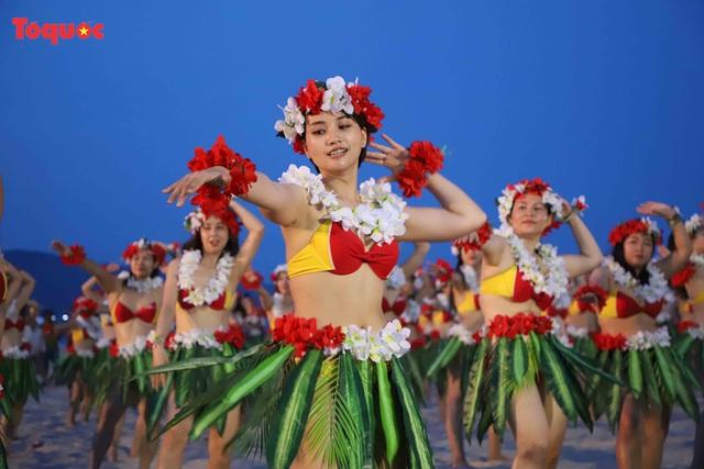 Hàng trăm người đẹp mặc bikini nhảy flashmob trên bãi biển Đà Nẵng - Ảnh 4.