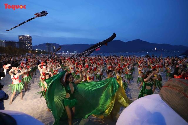 Hàng trăm người đẹp mặc bikini nhảy flashmob trên bãi biển Đà Nẵng  - Ảnh 8.
