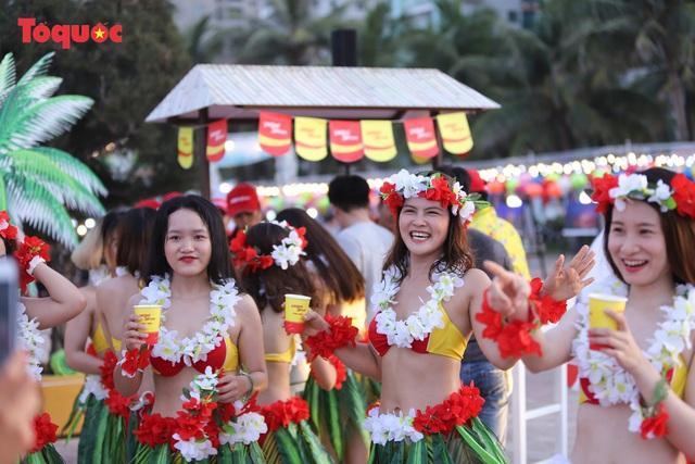 Hàng trăm người đẹp mặc bikini nhảy flashmob trên bãi biển Đà Nẵng - Ảnh 7.
