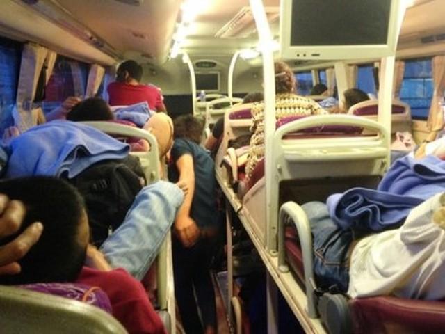 Liên tiếp xảy ra các vụ sàm sỡ phụ nữ, trẻ em trên xe khách khiến nhiều người hoang mang, lo sợ - Ảnh 4.