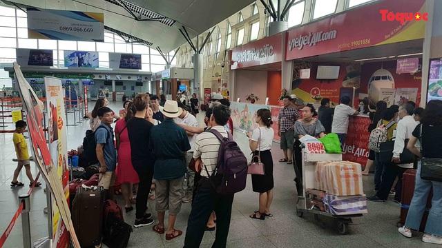 [Nóng] Hành khách bức xúc vì VietJet hoãn chuyến hơn 15 giờ đồng hồ - Ảnh 1.