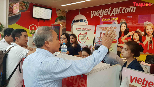 [Nóng] Hành khách bức xúc vì VietJet hoãn chuyến hơn 15 giờ đồng hồ - Ảnh 2.