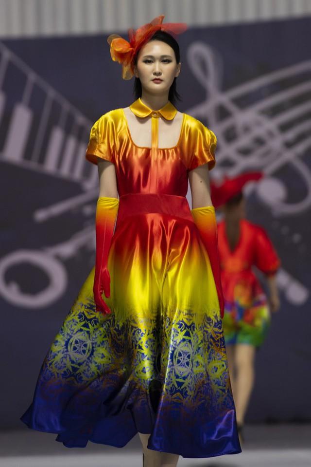 Hoa hậu Thủy Tiên toả sáng với thiết kế của Đỗ Trịnh Hoài Nam tại Hàn Quốc - Ảnh 5.