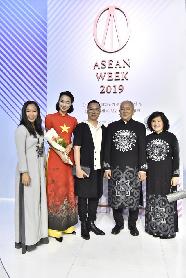 Hoa hậu Thủy Tiên toả sáng với thiết kế của Đỗ Trịnh Hoài Nam tại Hàn Quốc - Ảnh 7.