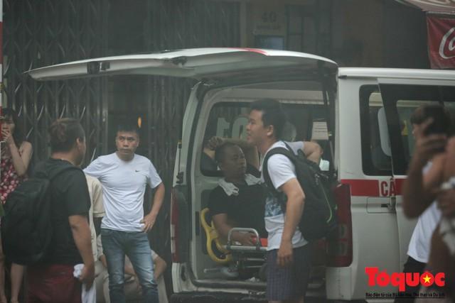 Hà Nội: Cháy khách sạn trên phố cổ, gần 30 người được đưa ra khỏi đám cháy - 5