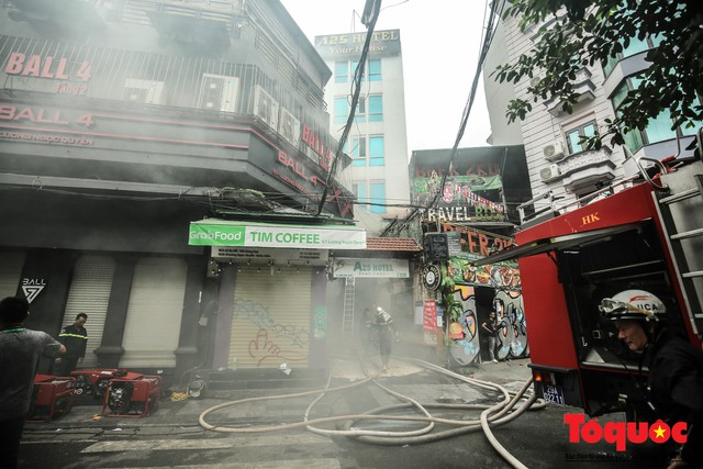 Hà Nội: Cháy khách sạn trên phố cổ, gần 30 người được đưa ra khỏi đám cháy