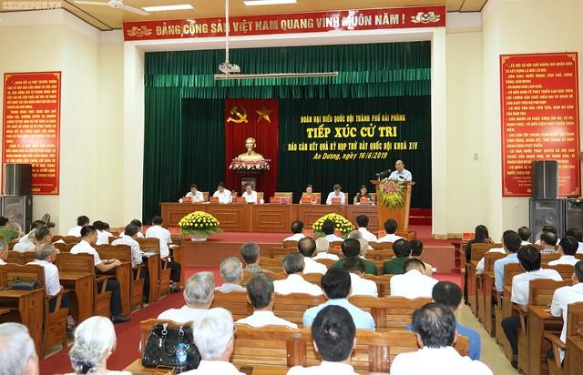 Thủ tướng: Đẩy mạnh giáo dục trong gia đình, xã hội, trong thanh niên để phân biệt được đúng sai, phản bác tin xấu độc. - Ảnh 1.