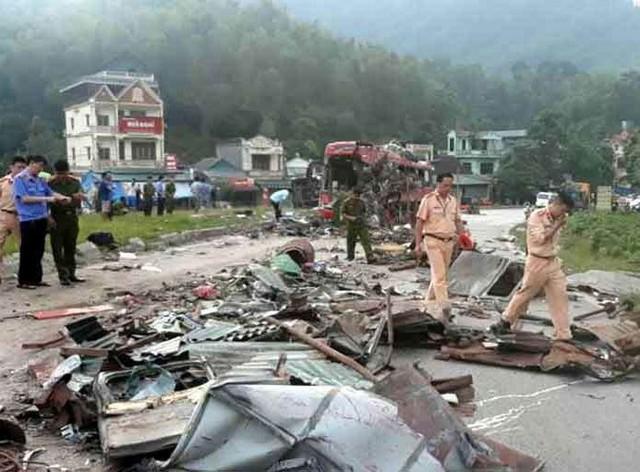 Phó Thủ tướng thường trực yêu cầu xem xét trách nhiệm của lãnh đạo doanh nghiệp là chủ sở hữu xe khách trong vụ tai nạn nghiêm trọng tại Hòa Bình - Ảnh 1.