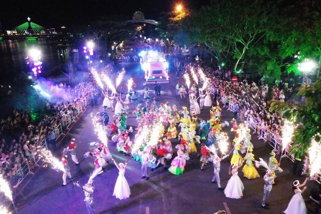 Đà Nẵng cuồng nhiệt trong Carnival đường phố DIFF 2019 tối 16/6 - Ảnh 1.