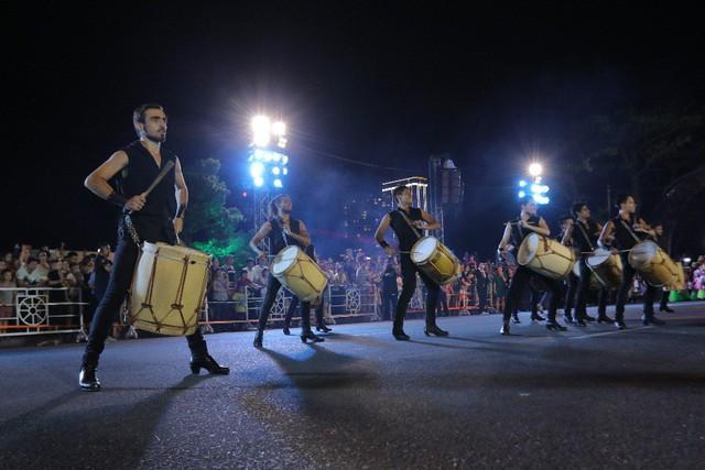 Đà Nẵng cuồng nhiệt trong Carnival đường phố DIFF 2019 tối 16/6 - Ảnh 7.