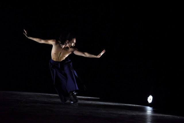 Mãn nhãn màn múa trên patin của nghệ sĩ người Pháp gốc Việt - Ảnh 3.