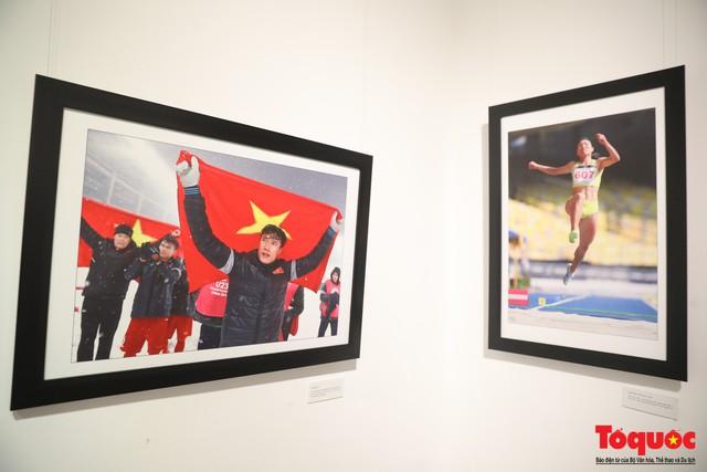 Triển lãm ảnh Dấu ấn 2: Trưng bày 100 bức ảnh báo chí ấn tượng kỷ niệm ngày Báo chí Việt Nam 21/6 - Ảnh 3.