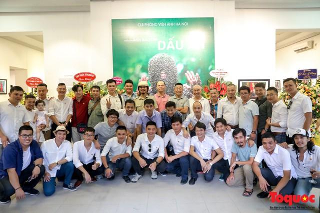 Triển lãm ảnh Dấu ấn 2: Trưng bày 100 bức ảnh báo chí ấn tượng kỷ niệm ngày Báo chí Việt Nam 21/6 - Ảnh 8.