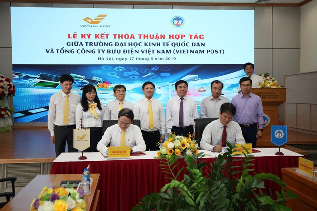 """Sinh viên Đại học Kinh tế Quốc dân sẽ được nhận học bổng """"VIETNAM POST - Đồng hành cùng Sinh viên"""" - Ảnh 2."""
