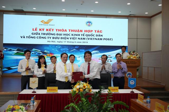 """Sinh viên Đại học Kinh tế Quốc dân sẽ được nhận học bổng """"VIETNAM POST - Đồng hành cùng Sinh viên"""" - Ảnh 1."""