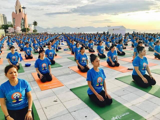 6.000 người tham gia đồng diễn hưởng ứng Ngày Quốc tế Yoga 21/6 - Ảnh 2.
