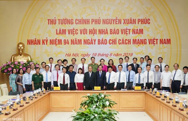 Thủ tướng đề nghị báo chí phải đi đầu trong những vấn đề lớn, vấn đề mới của đất nước - Ảnh 3.