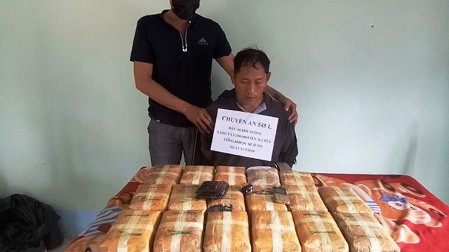 Bắt giữ đối tượng người Lào với hơn 100.000 viên ma túy tổng hợp - Ảnh 1.