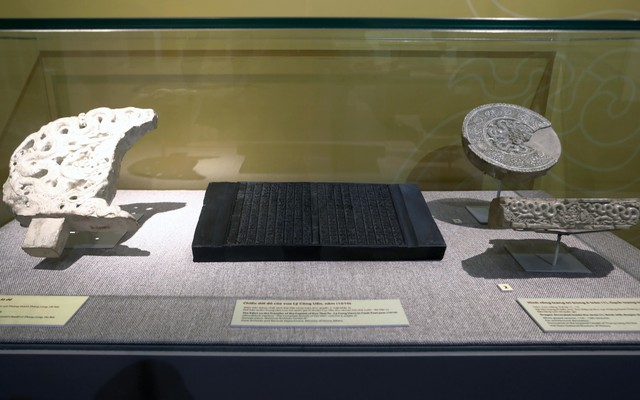 Chiêm ngưỡng hơn 100 hiện vật độc nhất vô nhị về lịch sử Quốc hiệu và Kinh đô Việt - Ảnh 2.