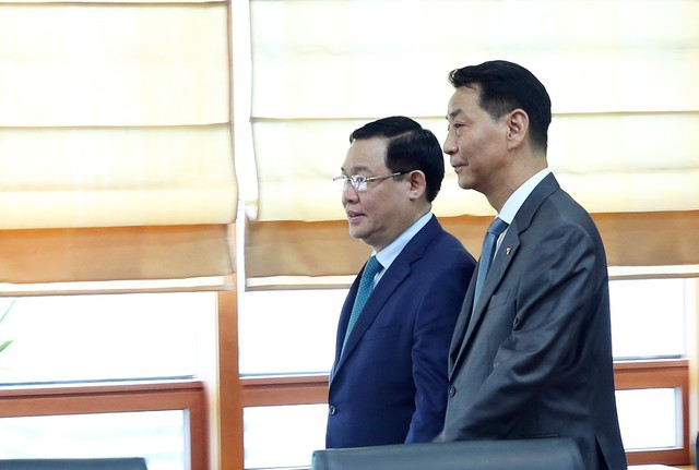 Phó Thủ tướng Vương Đình Huệ: Huấn luyện viên Park Hang- seo đã tạo nên một không khí bóng đá tuyệt vời khắp Việt Nam - Ảnh 2.