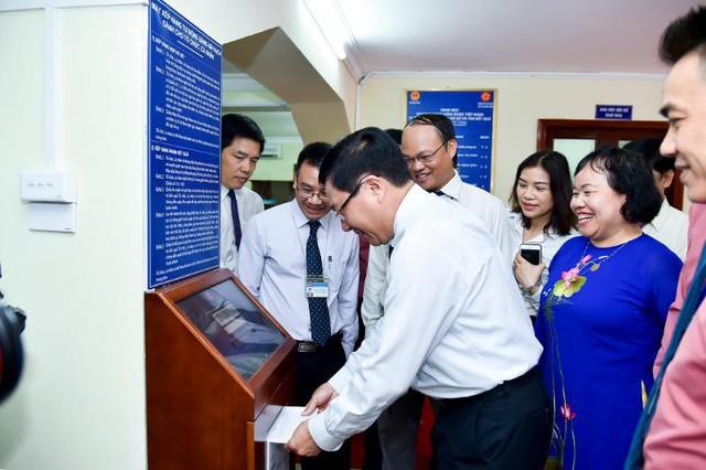 Lễ khai trương Bộ phận tiếp nhận hồ sơ và trả kết quả giải quyết thủ tục hành chính của Bộ Ngoại giao - Ảnh 2.