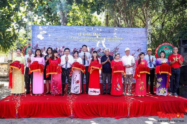 Khai mạc triển lãm chuyên đề về Lý Sơn - Tinh hoa di sản lễ hội, địa chất - Ảnh 1.