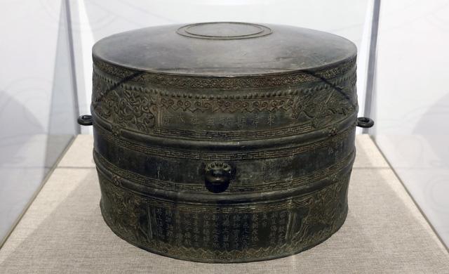 Ngắm sách vàng, kiếm vàng và các bảo vật quốc gia tại Bảo tàng lịch sử - Ảnh 3.