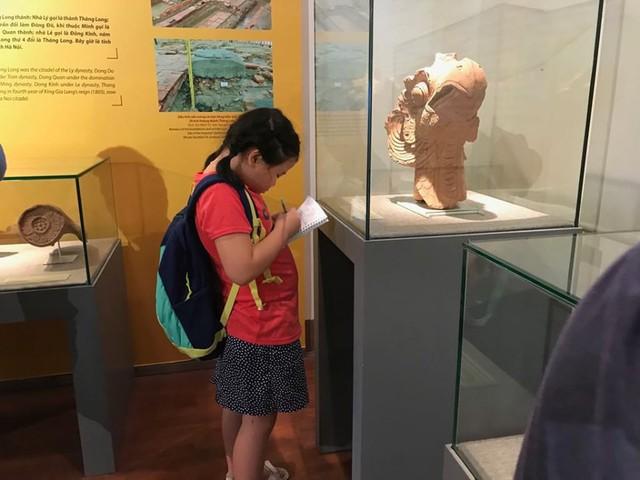 Ngắm sách vàng, kiếm vàng và các bảo vật quốc gia tại Bảo tàng lịch sử - Ảnh 6.