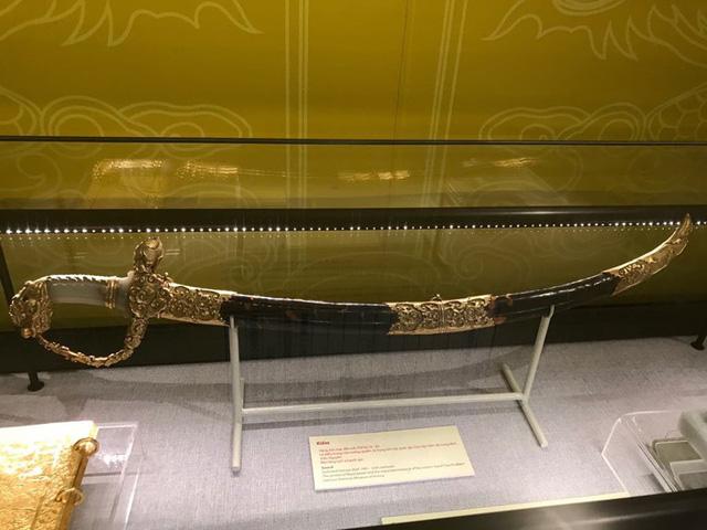 Ngắm sách vàng, kiếm vàng và các bảo vật quốc gia tại Bảo tàng lịch sử - Ảnh 14.
