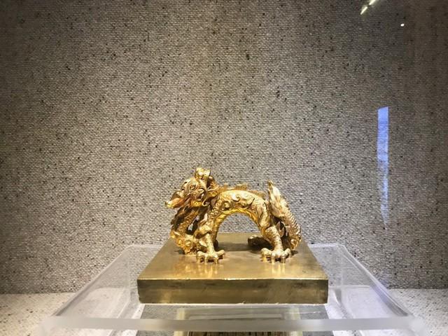Ngắm sách vàng, kiếm vàng và các bảo vật quốc gia tại Bảo tàng lịch sử - Ảnh 15.