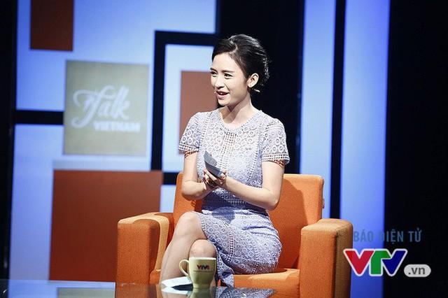 MC Thùy Dương của Talk Vietnam tạm biệt VTV sau 10 năm gắn bó - Ảnh 1.