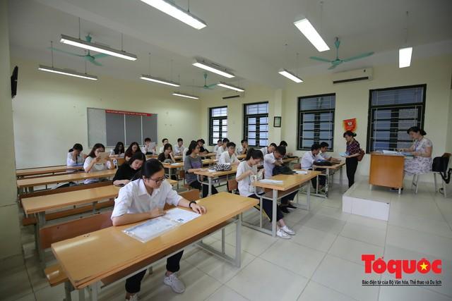 Hà Nội: Hơn 74.000 thí sinh làm thủ tục dự thi THPT Quốc gia 2019 - Ảnh 7.