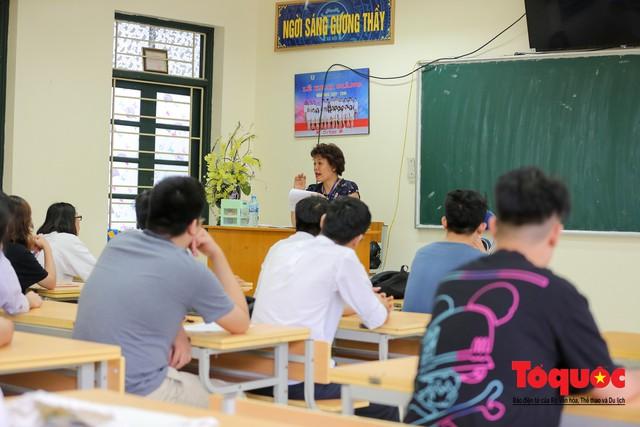 Hà Nội: Hơn 74.000 thí sinh làm thủ tục dự thi THPT Quốc gia 2019 - Ảnh 11.
