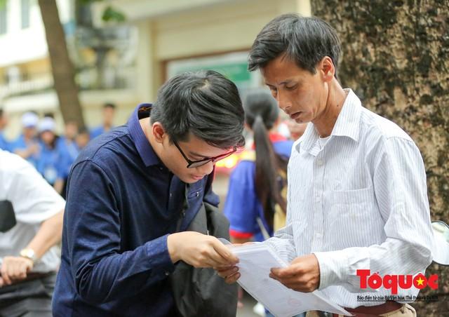 Hà Nội: Hơn 74.000 thí sinh làm thủ tục dự thi THPT Quốc gia 2019 - Ảnh 3.