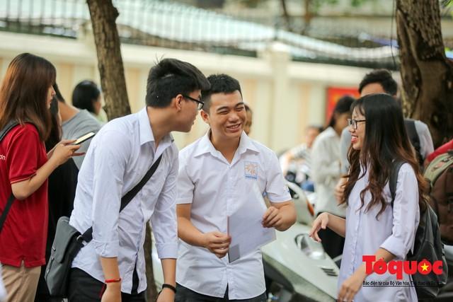 Hà Nội: Hơn 74.000 thí sinh làm thủ tục dự thi THPT Quốc gia 2019 - Ảnh 2.
