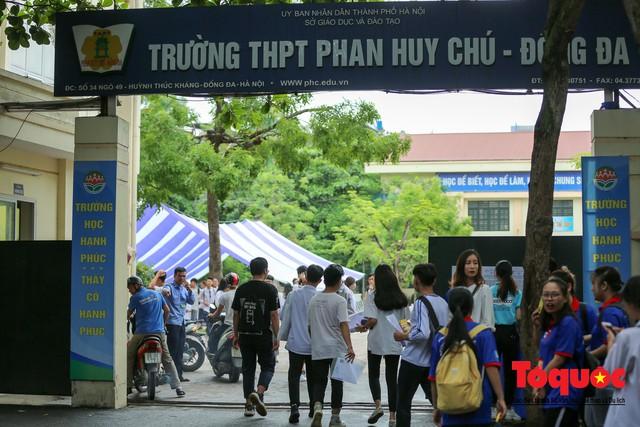 Hà Nội: Hơn 74.000 thí sinh làm thủ tục dự thi THPT Quốc gia 2019 - Ảnh 1.