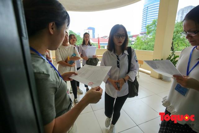 Hà Nội: Hơn 74.000 thí sinh làm thủ tục dự thi THPT Quốc gia 2019 - Ảnh 6.