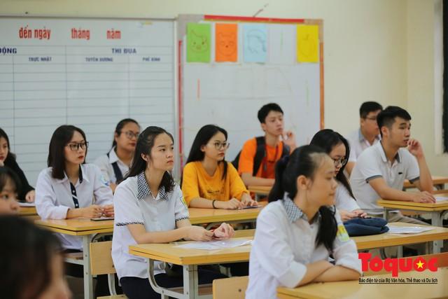 Hà Nội: Hơn 74.000 thí sinh làm thủ tục dự thi THPT Quốc gia 2019 - Ảnh 10.