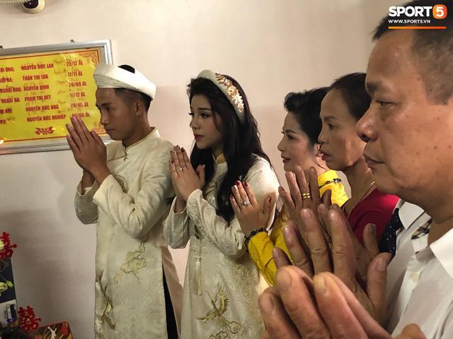 Bùi Tiến Dũng hôn say đắm cô dâu Khánh Linh trong lễ ăn hỏi - Ảnh 7.