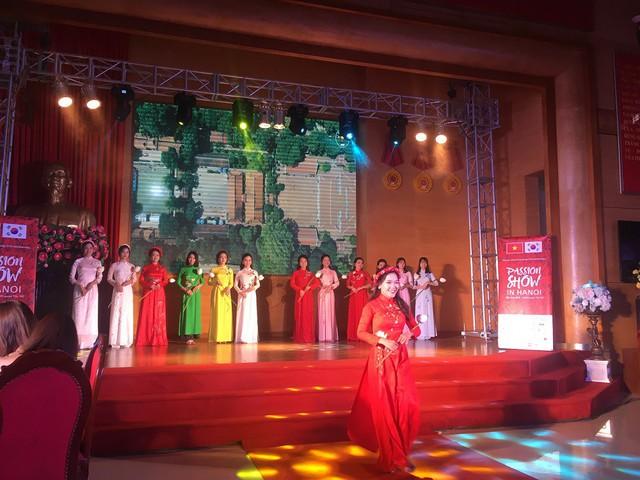 Màn trình diễn đan xen Áo dài – Hanbok quảng bá văn hóa Việt Nam và Hàn Quốc - Ảnh 2.