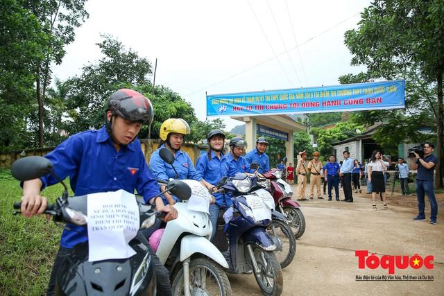 Kỳ thi THPT Quốc gia 2019: Những chuyến xe áo xanh làm ấm lòng sĩ tử - Ảnh 3.